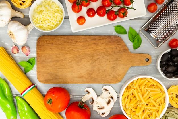 Tábua de cortar com moldura de comida