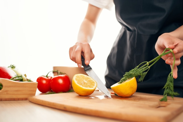 Tábua de cortar limão, vitaminas, preparação de salada