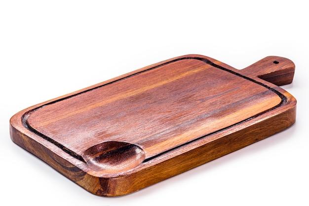 Tábua de cortar, tábua de cozinha de madeira feita à mão, superfície branca isolada