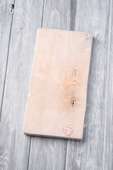 Tábua de corte artesanal de madeira branca