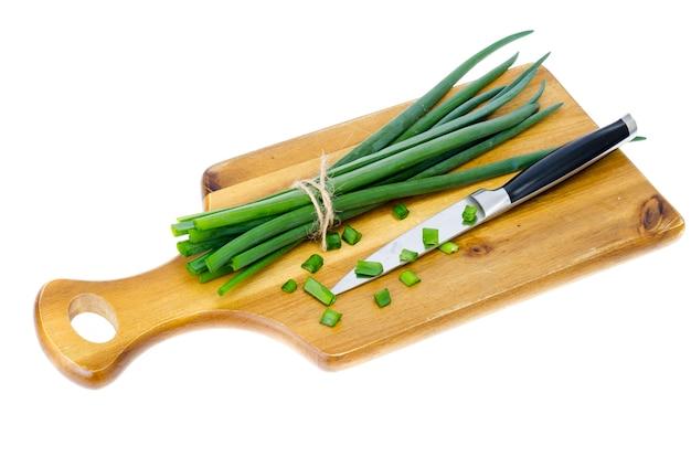 Tábua de cozinha de madeira para cortar cebolinha fresca