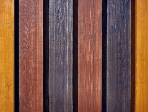 Tábuas coloridas verticais para cercas ou decoração de parede