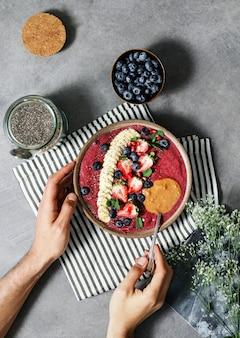 Taça de açaí preenchida com bons antioxidantes