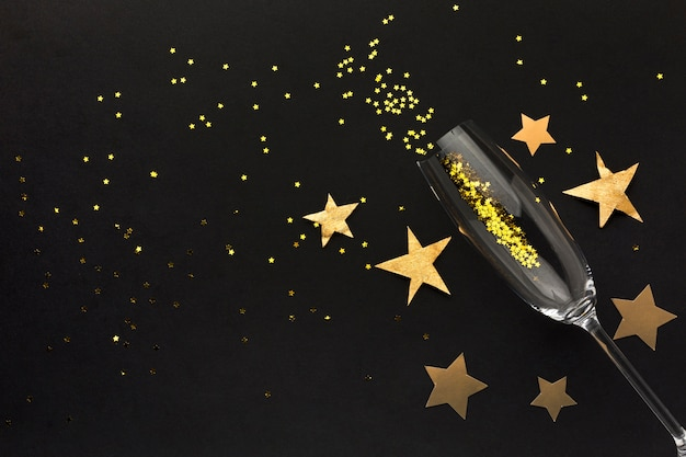Taça de champanhe com confete