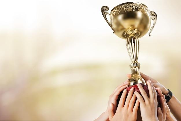 Taça de conquista de sucesso esportivo com prêmio vencedor de troféus