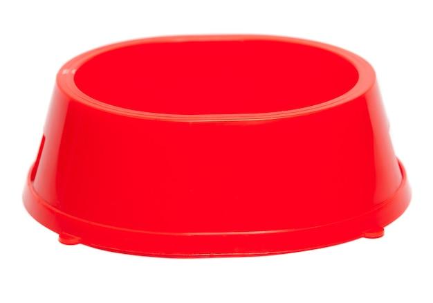 Taça para forragem para cães e gatos. está isolado em um fundo branco