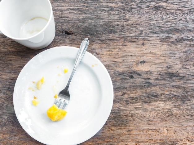 Taça vazia de café e prato
