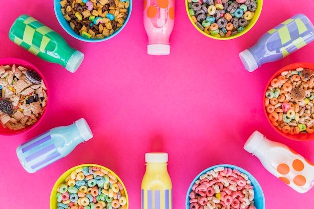 Taças com diferentes cereais e leite