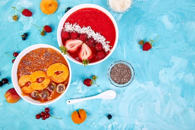 Taças de batidos. tigela de café da manhã saudável