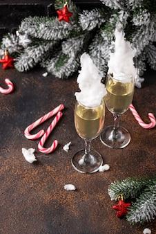 Taças de champanhe com algodão doce
