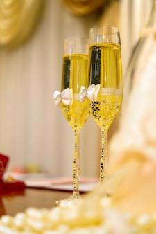 Taças decoradas de champanhe