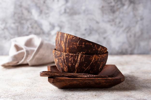 Taças feitas de casca de coco
