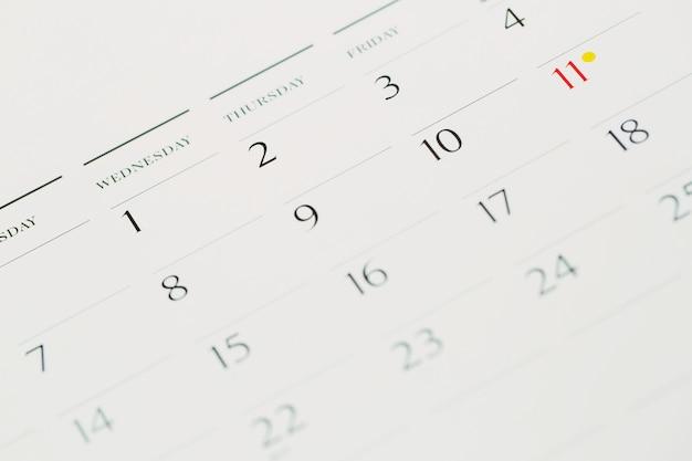 Tachinha no conceito de calendário para lembrete de ocupado, compromisso e reunião