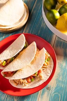 Tacos deliciosos no prato