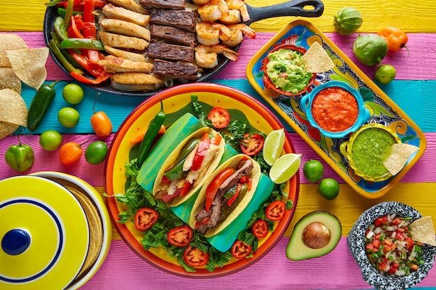 Tacos mexicanos de frango e carne fajitas