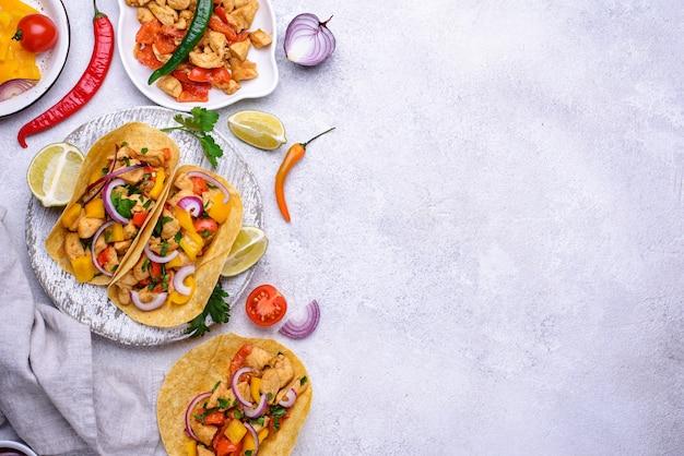 Tacos mexicanos tradicionais com carne