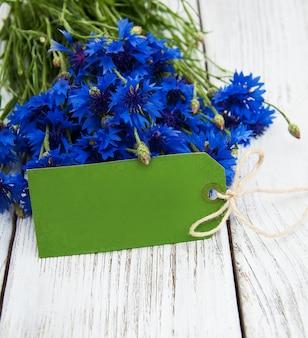 Tag de papel com cornflowers