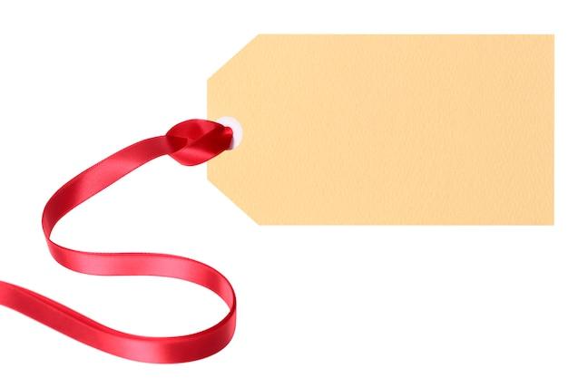 Tag do presente vermelho ou bilhete de preço com fita vermelha encaracolado