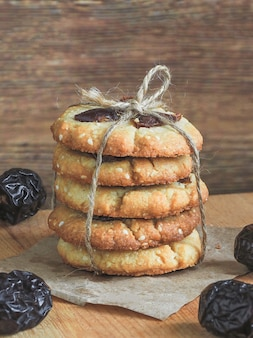 Tahine caseiro e sementes de gergelim com cookies de datas