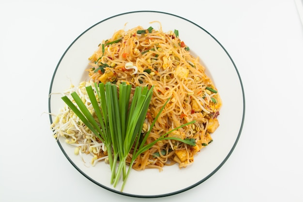 Tailandês da almofada isolado no alimento branco, tailandês.