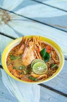 Tailandês Tom Yum Goong, camarão tailandês ou sopa picante de camarão