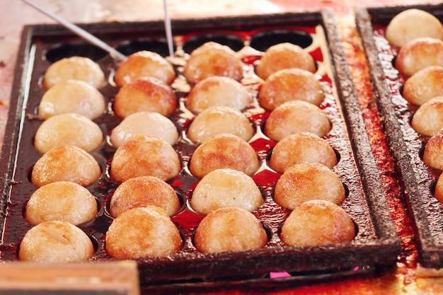 Takoyaki é um lanche japonês