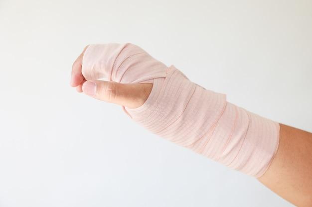 Tala e bandagens. pulso devido à lesão. imobilização com tala e tala