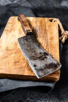 Talhador de carne de açougueiro vintage na placa de concreto.