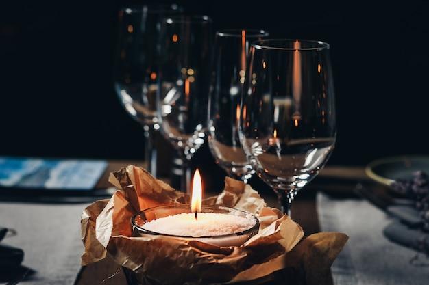 Talheres de luxo bela configuração de mesa no restaurante