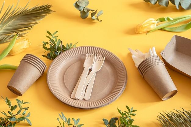 Talheres de papel reciclável ecológicos e elegantes.