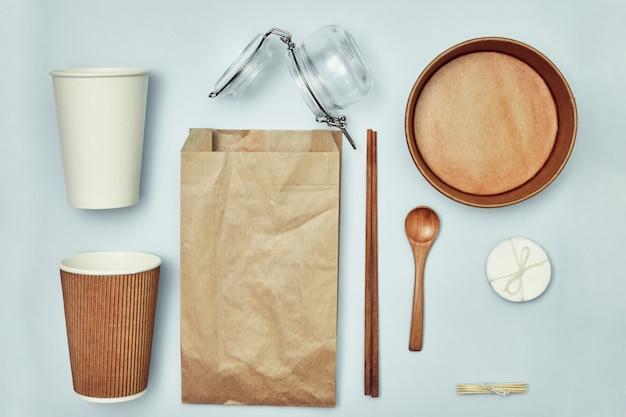 Talheres descartáveis ecológicos e biodegradáveis. proteção ambiental. comida para levar.
