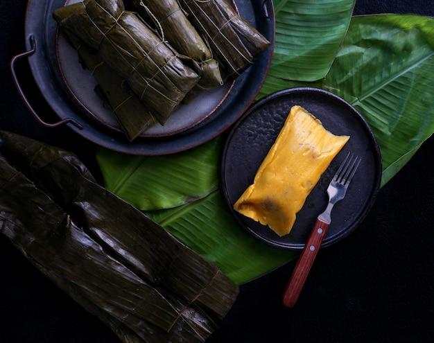Tamale mexicano, cozinha mexicana, os tamales da costa, em folha de bananeira