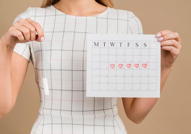 Tampão e calendário menstrual tiro médio