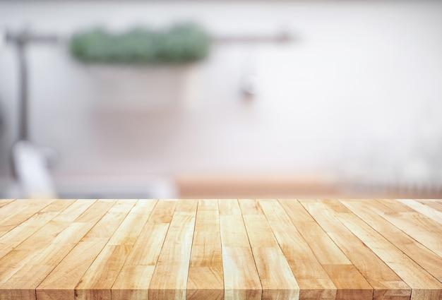 Tampo da mesa de madeira desfocado no fundo do balcão da cozinha