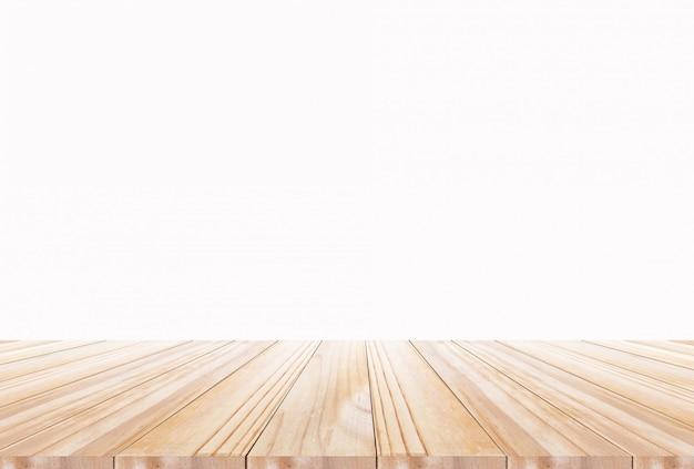 Tampo da mesa de madeira no fundo branco. pode ser usado para exibir texto ou montar seus produtos alimentícios