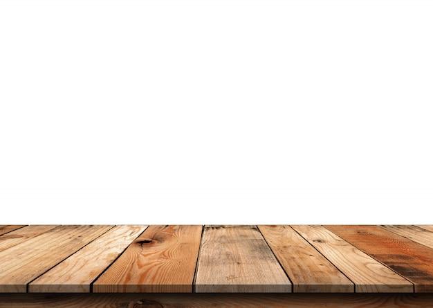 Tampo da mesa de madeira vazio marrom isolado no fundo branco.
