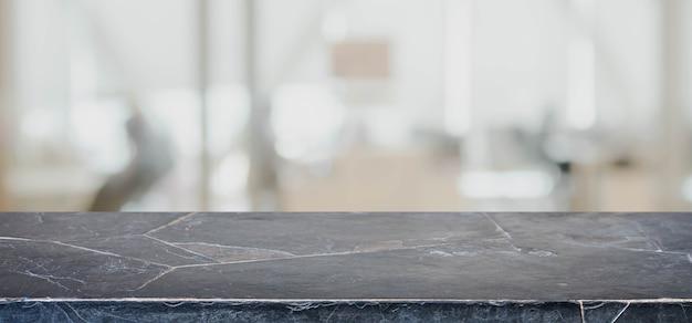 Tampo da mesa de mármore de pedra vazio e fundo abstrato borrado do escritório interior.