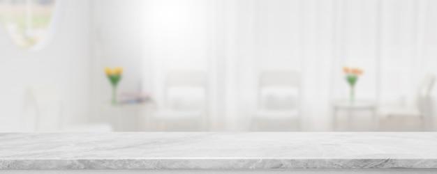Tampo da mesa de pedra de mármore branco vazio e banner de restaurante interior de janela de vidro borrado simulado fundo abstrato - pode ser usado para exibição ou montagem de seus produtos. Foto Premium