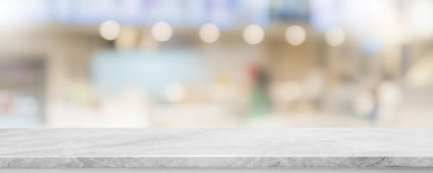 Tampo da mesa de pedra de mármore branco vazio e banner de restaurante interior de janela de vidro borrão simulado fundo.