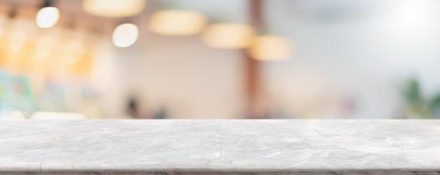 Tampo da mesa de pedra de mármore branco vazio e café e restaurante com janela de vidro borrado