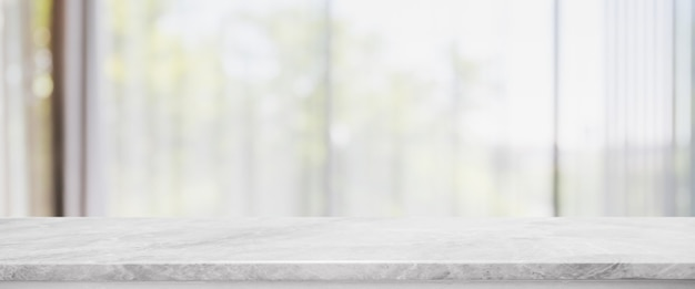 Tampo da mesa de pedra de mármore branco vazio e turva sala de estar no interior de casa com fundo de banner de janela de cortina. - pode ser usado para exibir ou montar seus produtos.
