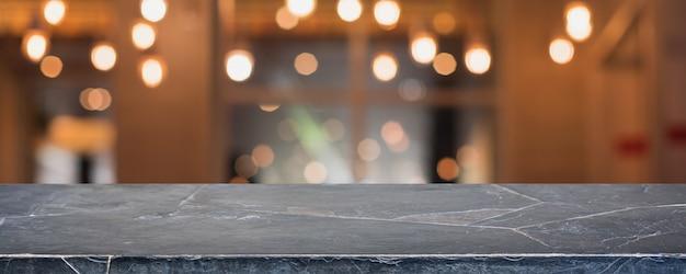 Tampo da mesa de pedra de mármore preto vazio e interior desfocado de cafeteria, cafeteria e restaurante