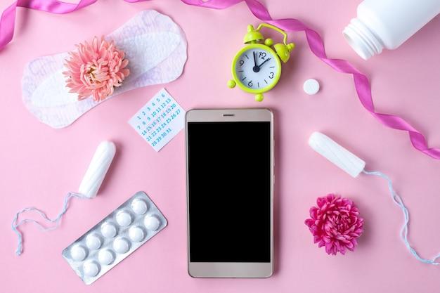 Tampões, absorventes femininos e sanitários para dias críticos, calendário feminino. cuidados de higiene durante a menstruação. acompanhamento do ciclo menstrual e ovulação.