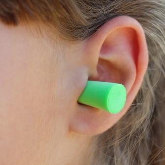 Tampões para os ouvidos para proteger contra o ruído.