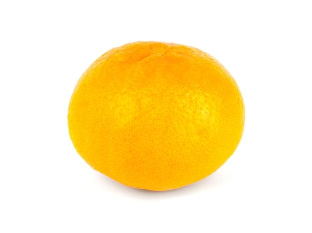 Tangerina (tangerina) em uma fruta branca e crua