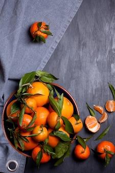 Tangerinas e laranjas orgânicas frescas