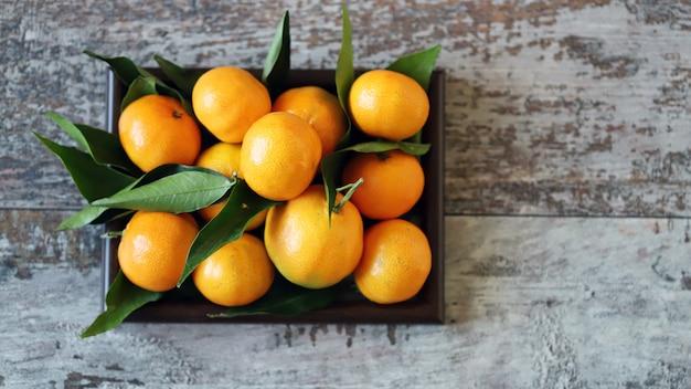 Tangerinas frescas maduras. vitaminas cítricos. vitamina c.
