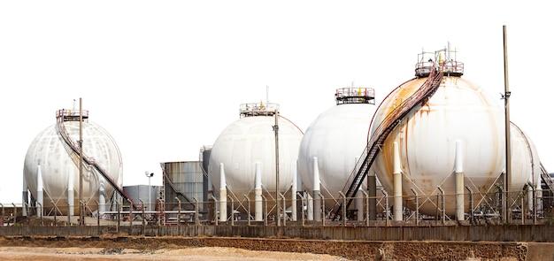 Tanque de armazenamento de gás de petróleo liquefeito industrial isolado no branco