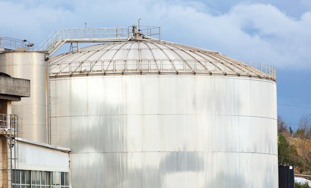 Tanque de armazenamento de uma destilaria.