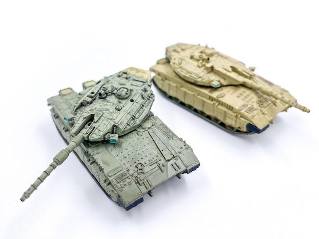 Tanque de brinquedo isolado em fundo branco